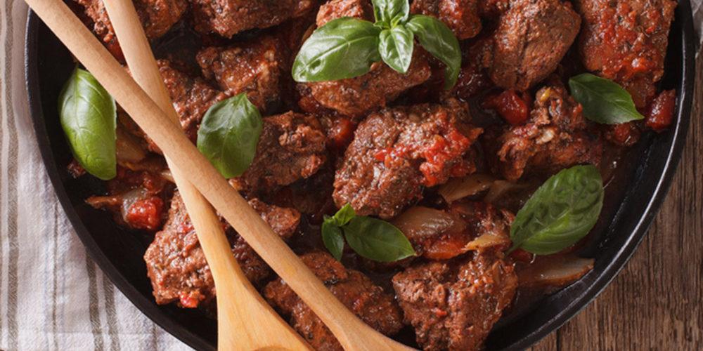 vleeswaren mooi op een schaal leggen